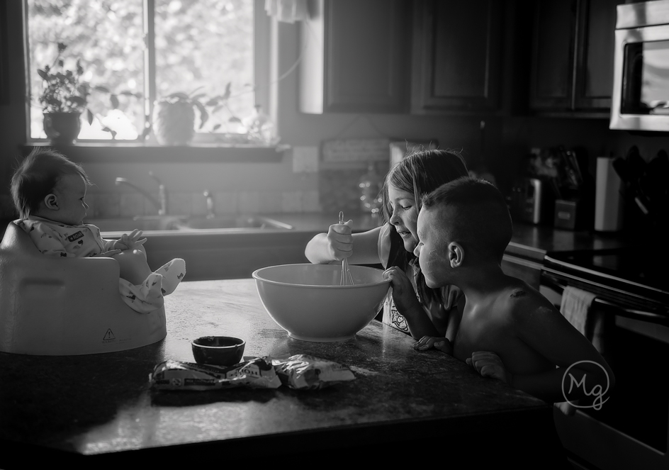 children-cooking-in-the-kitchen-lifestyle-photography