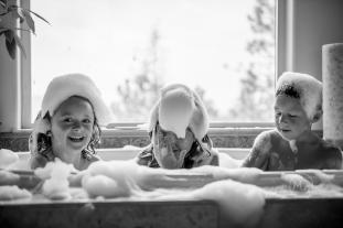 document-your-days-in-the-bath-tub-coeur-d-alene-photographer